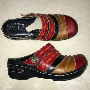 L'artiste by Spring Step colorful clogs